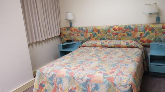 Comfort Inn & Suites Goodearth Perth: double bed in the room
