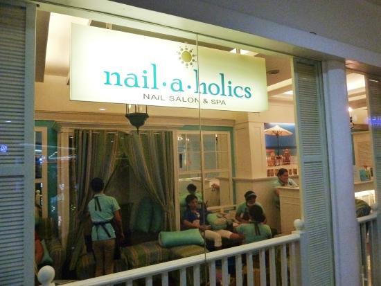 Robinsons Galleria: Nail salon