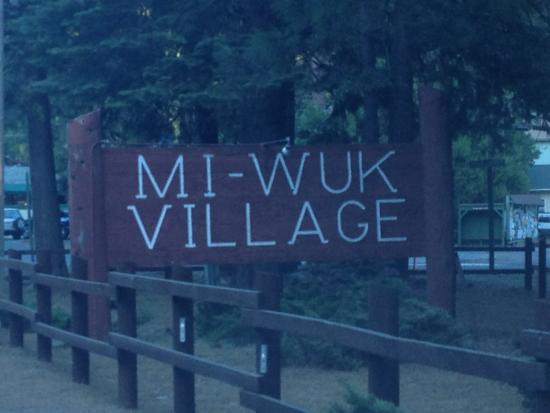 Hathaway Pines, Kalifornien: another shot of Mi Wik Village sign.  I love the name!