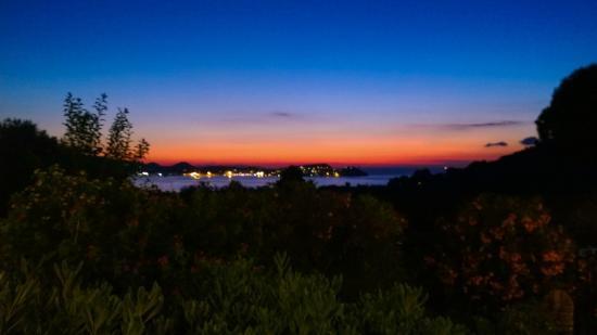 Hotel Santo Stefano : Il panorama serale dall'hotel