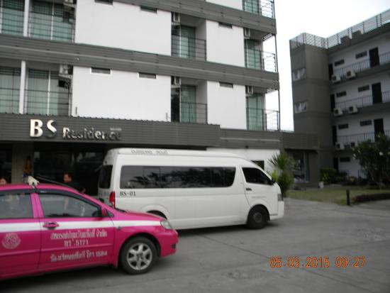 BS Premier Airport Hotel: Front of Hotel