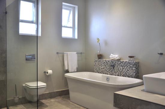 Admiralty Beach House: The poolside family room bathroom