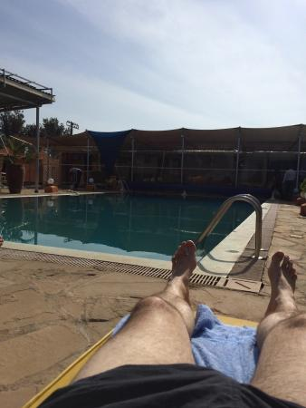 Falcon Heights Hotel: Lazy Sunday afternoon chilling by the pool