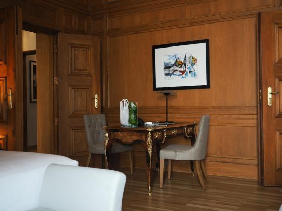Le salon de la suite d pérignon picture of pousada de lisboa