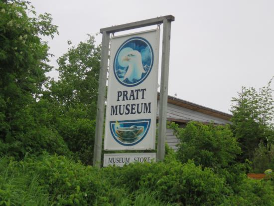 Pratt Museum : Entrance sign to museum