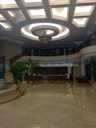 Baohong Hotel: общий холл