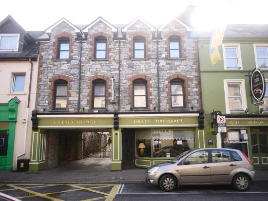 Foley's Townhouse and Restaurant : Outside the townhouse