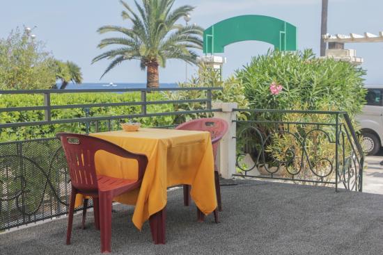 Flots d'Azur: Terrasse