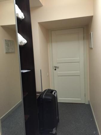 Grand Mark Hotel: Corridor - Junior Suite