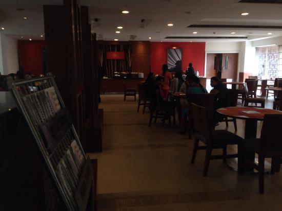 Premier Inn New Delhi Shalimar Bagh Hotel : Breakfast area