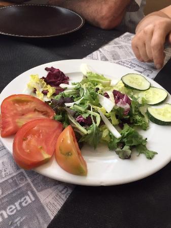 Restaurante El Coto de San Juan: Ensalada raquítica para 4 personas