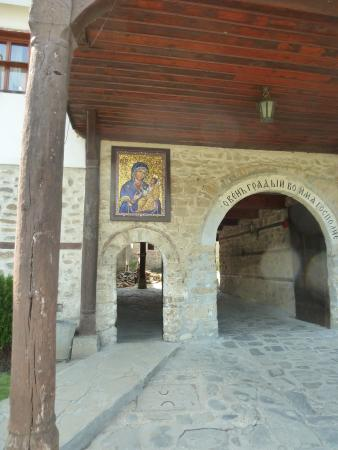 Troyan Monastery: The entrance to the second courtyard