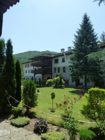 Troyan Monastery: The gardens in the first courtyard