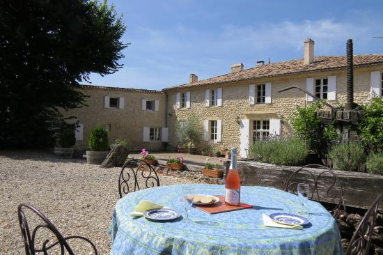 Chambres d'hotes Saint Emilion Bordeaux: Beau Sejour: 18c Beautifully Renovated Stone House
