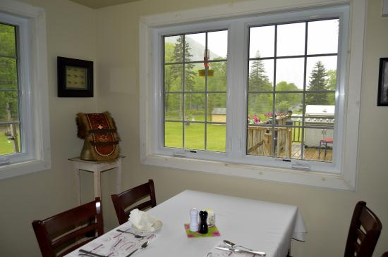 Big Intervale Fishing Lodge: Great views out the windows