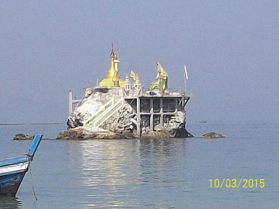 Ngapali, Birma: пагода в море