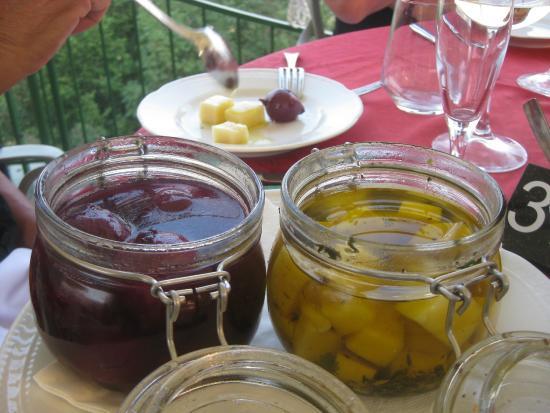 Ristorante Ca' degli Ulivi: Eingelegte Zwiebel und Käse