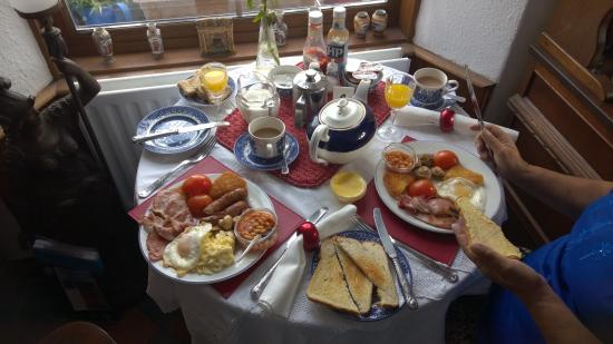 Jubilee Guest House: picture of the full english breakfast served at the jubilee.
