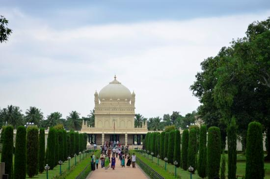 Srirangapatna, India: The gardens and the Maqbara
