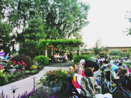 Fireside Winery: green garden