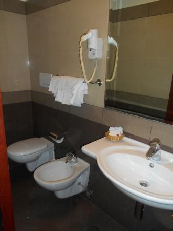 Hotel Contilia: bathroom