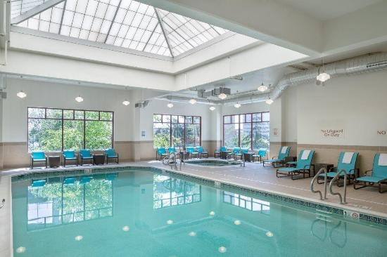 Residence Inn Portland Downtown/Riverplace: Indoor Pool and Spa