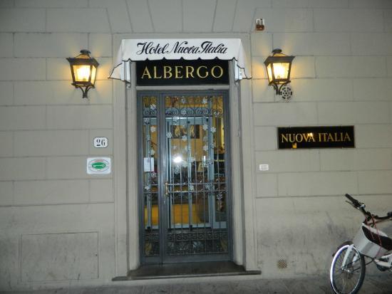 Hotel Nuova Italia: ingresso sulla strada ZTL