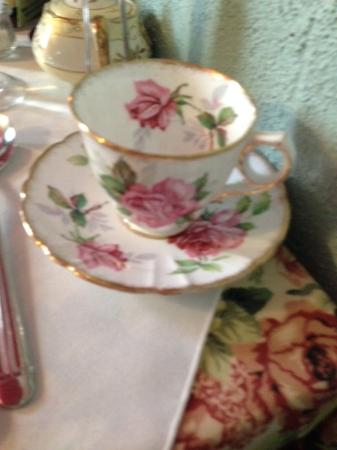 Williamsburg, Kanada: Tea in China Cup and Saucer
