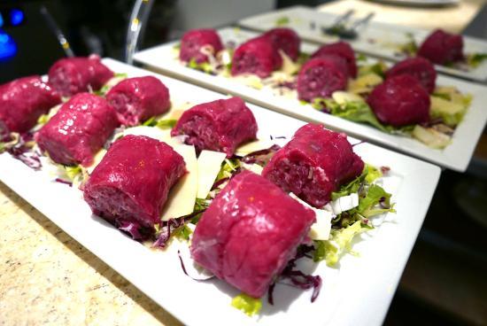Verduno, Italy: Carne Cruda / Rohes Fleisch