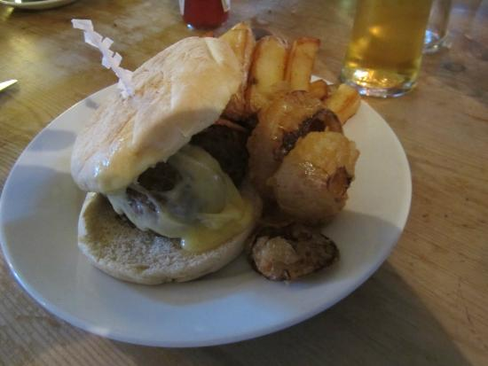 The Rose & Crown : BEEF BURGER