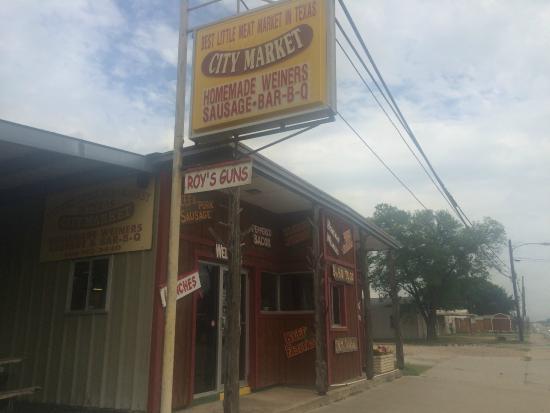 City Market Schulenburg: City Market exterior