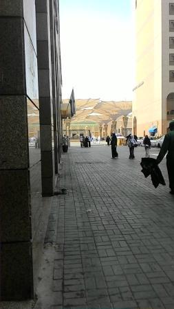 Al Fayrouz Shatta Hotel: Way to Nabawi mosque, just a U-turn from hotel