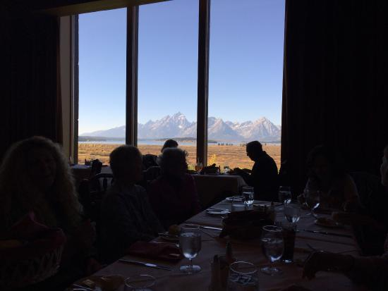 What a view Picture of Jackson Lake Lodge Mural Room  : what a view from www.tripadvisor.co.uk size 550 x 413 jpeg 19kB