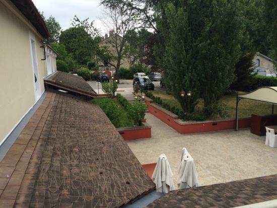 Auberge du Cheval Blanc : De tuin achter het hotel