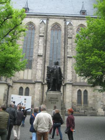 Bach-Museum: Памятник композитору