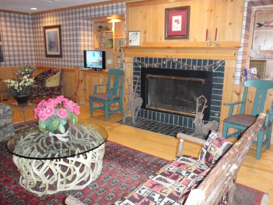 Flat Creek Inn & Suites: Main Lobby Area