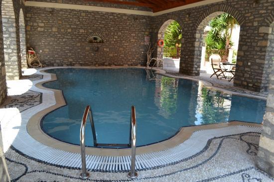 Iapetos Village: Бассейн оригинальной формы