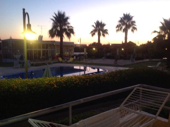 Apartamentos Santa Teresinha: Swimming pool at night !