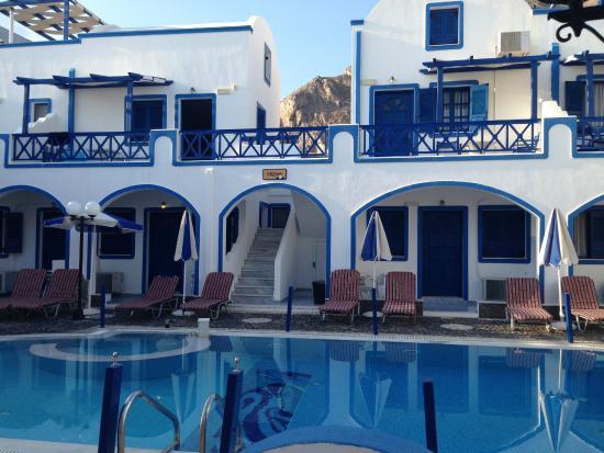 Roula Villa: Pileta del hotel