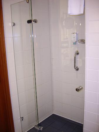 Steigenberger Hotel Sonne: Dusche