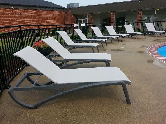 Unique Suites Hotel: New Pool Furniture!