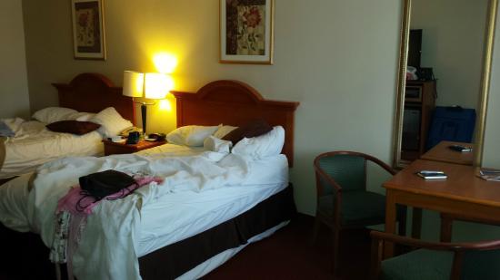 Chula Vista Inn: bed (sorry it's messy)