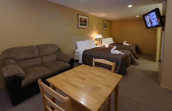 Yerington Inn: 2 Queen Beds with a Love Seat-No Pets allowed