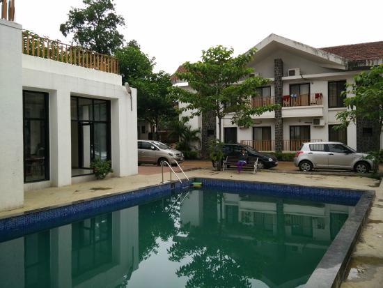 Indus Valley Resort : pool area