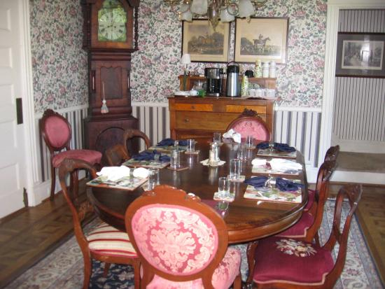 Lady of the Lake Bed and Breakfast: Breakfast Table