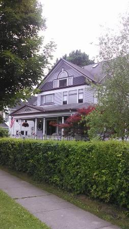 Lady of the Lake Bed and Breakfast: Loved the Porch