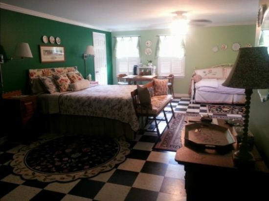 Meadow View Farm Bed and Breakfast: The Loft - two beds