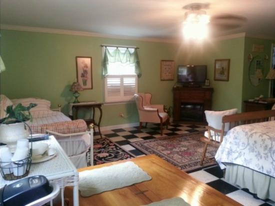 Meadow View Farm Bed and Breakfast: The Loft