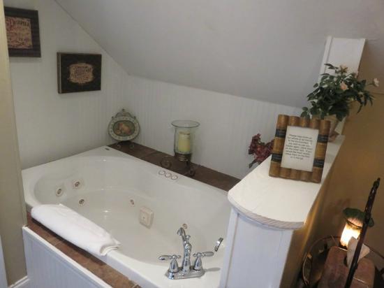 Andover Plantation: Natchez bath
