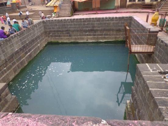 kunda with water of bhima river picture of bhimashankar temple